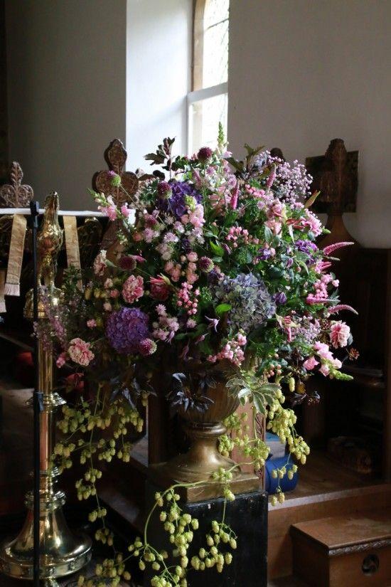 Lecturn pedestal flowers