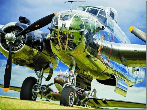 gorgeous-photos-of-flying-cars-and-vintage-warbirds-from-a-huge-wisconsin-air-show