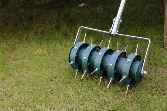 Rolling lawn spiker