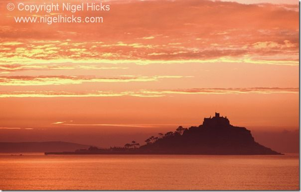 St Michael's Mount, Cornwall, sunset, sunsets, exposure, golden hour, camera lens, white balance, sun, light, dusk,