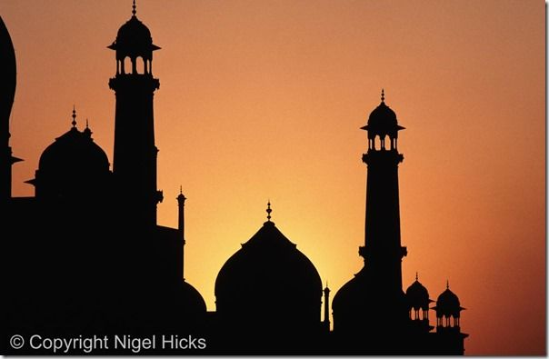 Part of the Taj Mahal silhouetted by the setting sun, Agra, India, Shooting into the sun, how to shoot into the sun, silhouette, silhouettes, Contre jour, Backlit portraits, Backlit, sunrises, sunsets, exposure, online photography course, class, Sun,  Creative, Photography