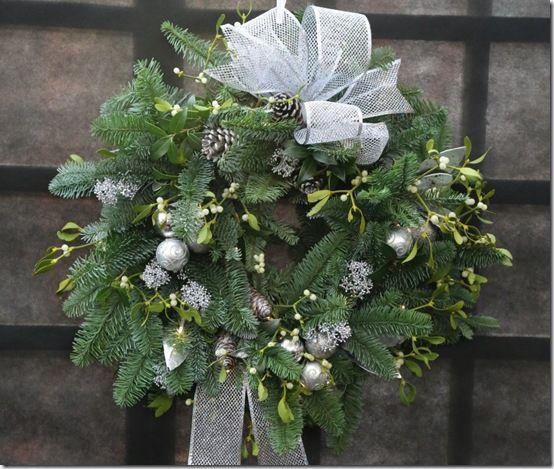 8 Silver wreath