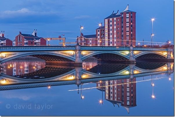 The Albert Bridge at dusk reflected in the waters of the River Lagan, Belfast, Northern Ireland, Lens, aperteur, small depth of field, keeping it simple, online photography courses, composition
